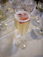 champagne,strawberries