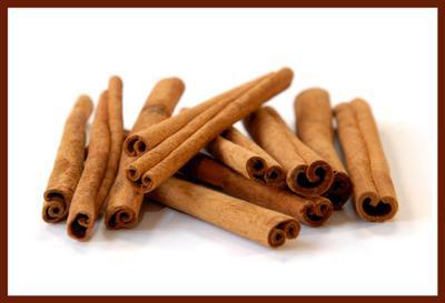 Cinnamon sticks add to applesauce